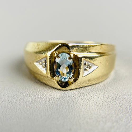 Aquamarine and diamond ring in yellow gold