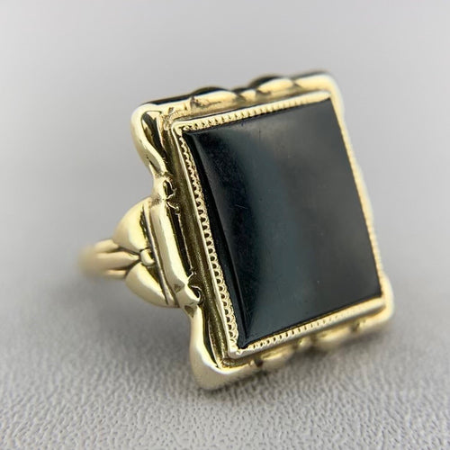 Vintage yellow gold onyx ring