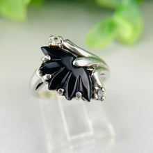 Load image into Gallery viewer, Vintage floral onyx ring in white gold