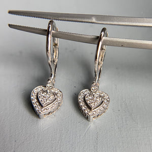 18k white gold diamond heart earrings
