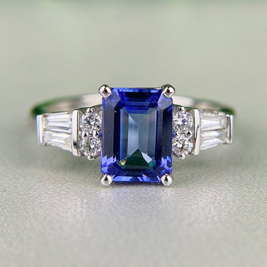 Tanzanite and diamond ring in 14k white gold