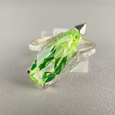 Vintage green spinel pear shaped ring