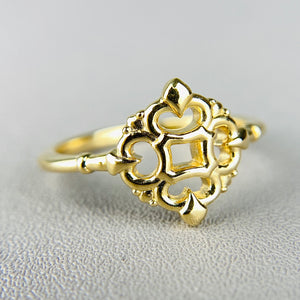 Classic vintage style ring in 14k yellow gold