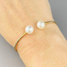 Load image into Gallery viewer, 18k yellow gold pearl bangle