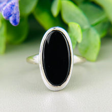 Load image into Gallery viewer, Classic vintage onyx ring in white gold