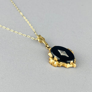Onyx and diamond necklace in yellow gold