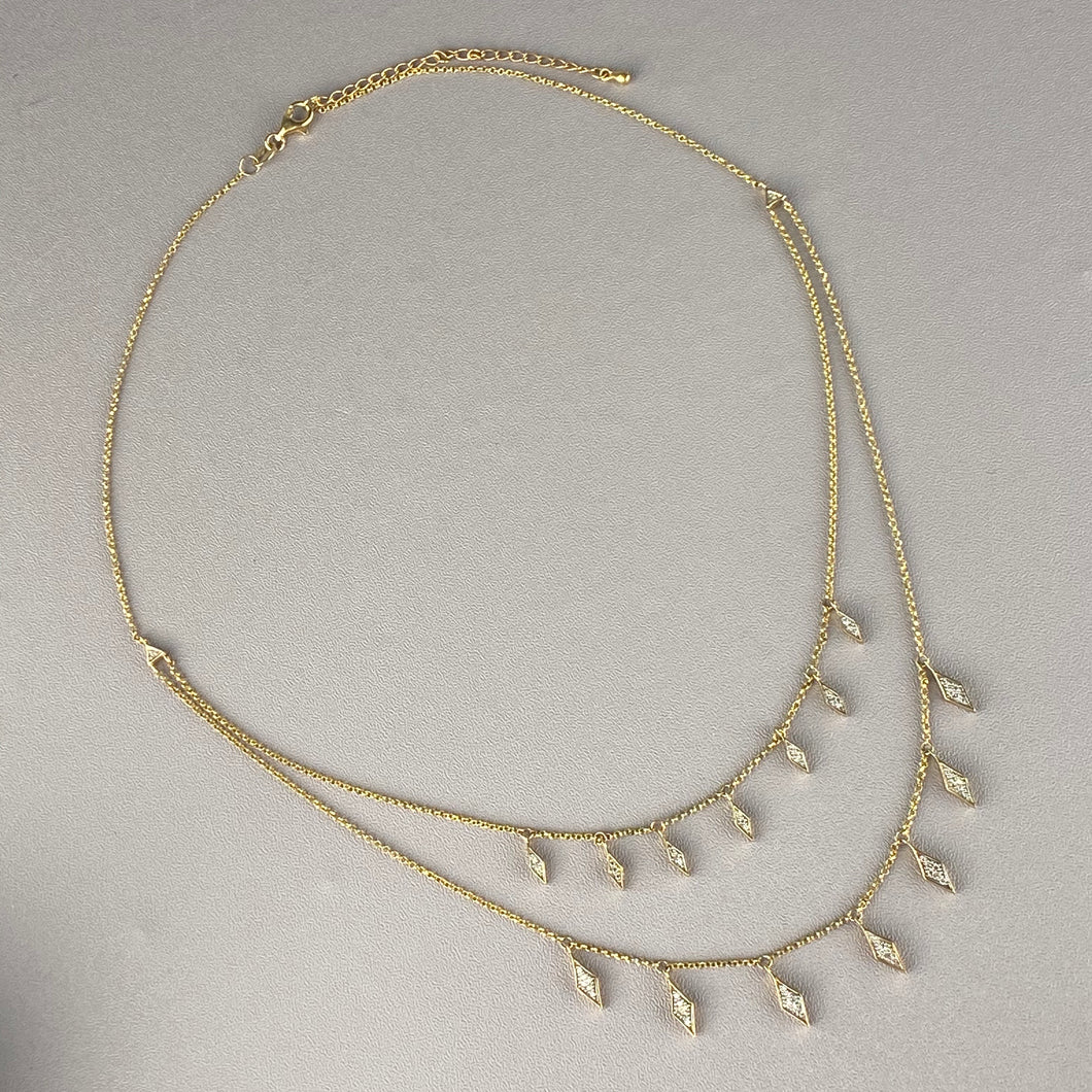 Diamond drop necklace in yellow gold
