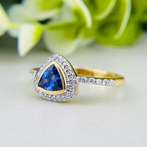Tanzanite and diamond ring in 18k yellow gold