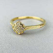 Load image into Gallery viewer, Dainty diamond cluster ring in yellow gold