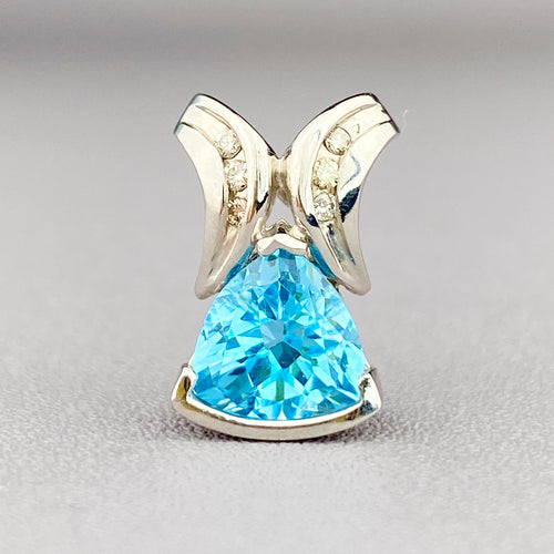 Blue topaz and diamond pendant in white gold