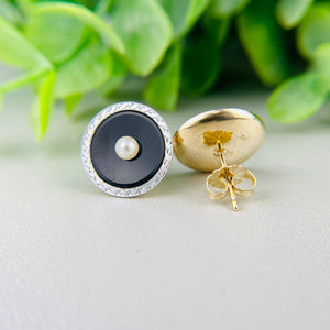 Onyx and pearl earrings in platinum and yellow gold