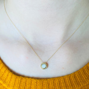 Opal necklace in yellow gold
