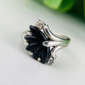 Vintage floral onyx ring in white gold