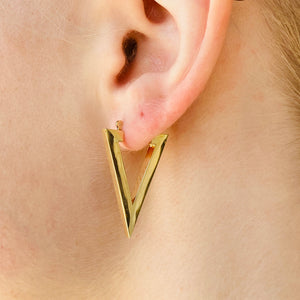 Triangular hoops in 14k yellow gold