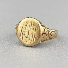 Load image into Gallery viewer, Antique signet ring in yellow gold
