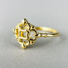 Load image into Gallery viewer, Classic vintage style ring in 14k yellow gold