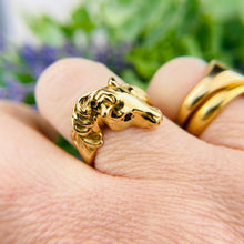 Load image into Gallery viewer, Horse ring with sapphire eyes in 14k yellow gold