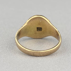 Antique signet ring in yellow gold