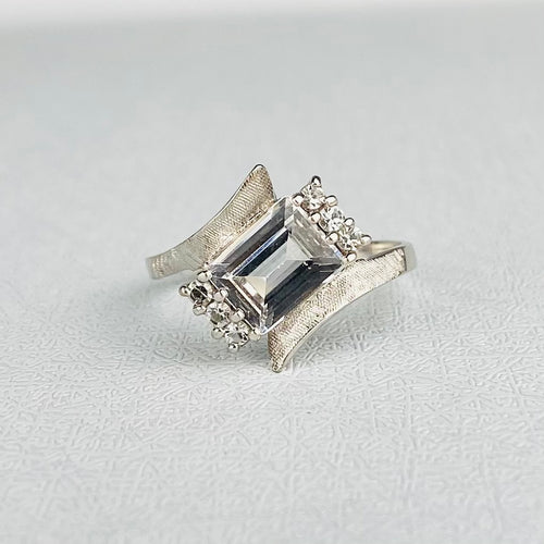 Vintage spinel ring in white gold