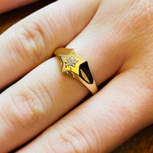 Load image into Gallery viewer, Diamond star ring in yellow gold
