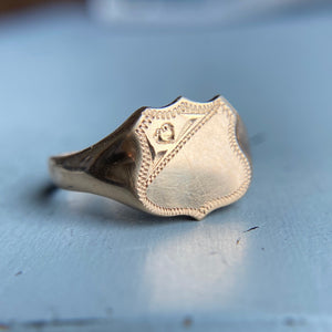 Shield shaped signet ring in yellow gold