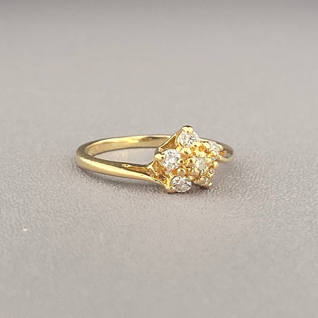 Diamond daisy ring in 14k yellow gold