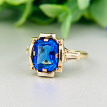 Load image into Gallery viewer, Vintage royal blue paste ring in yellow gold