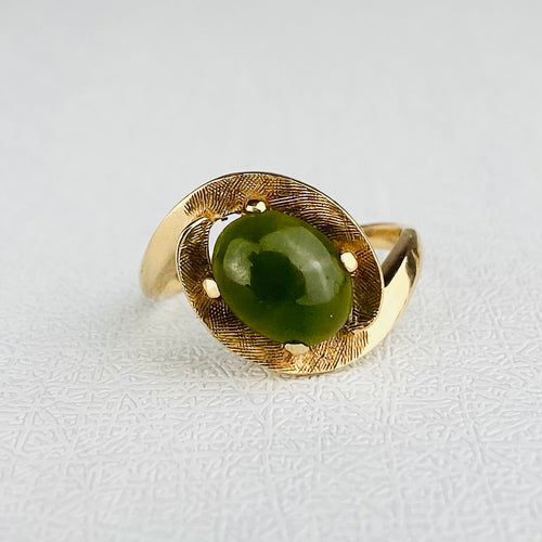 Vintage nephrite jade ring in yellow gold