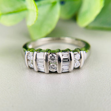 Diamond wide band in platinum