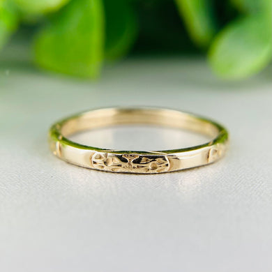 Vintage patterned band in 14k yellow gold