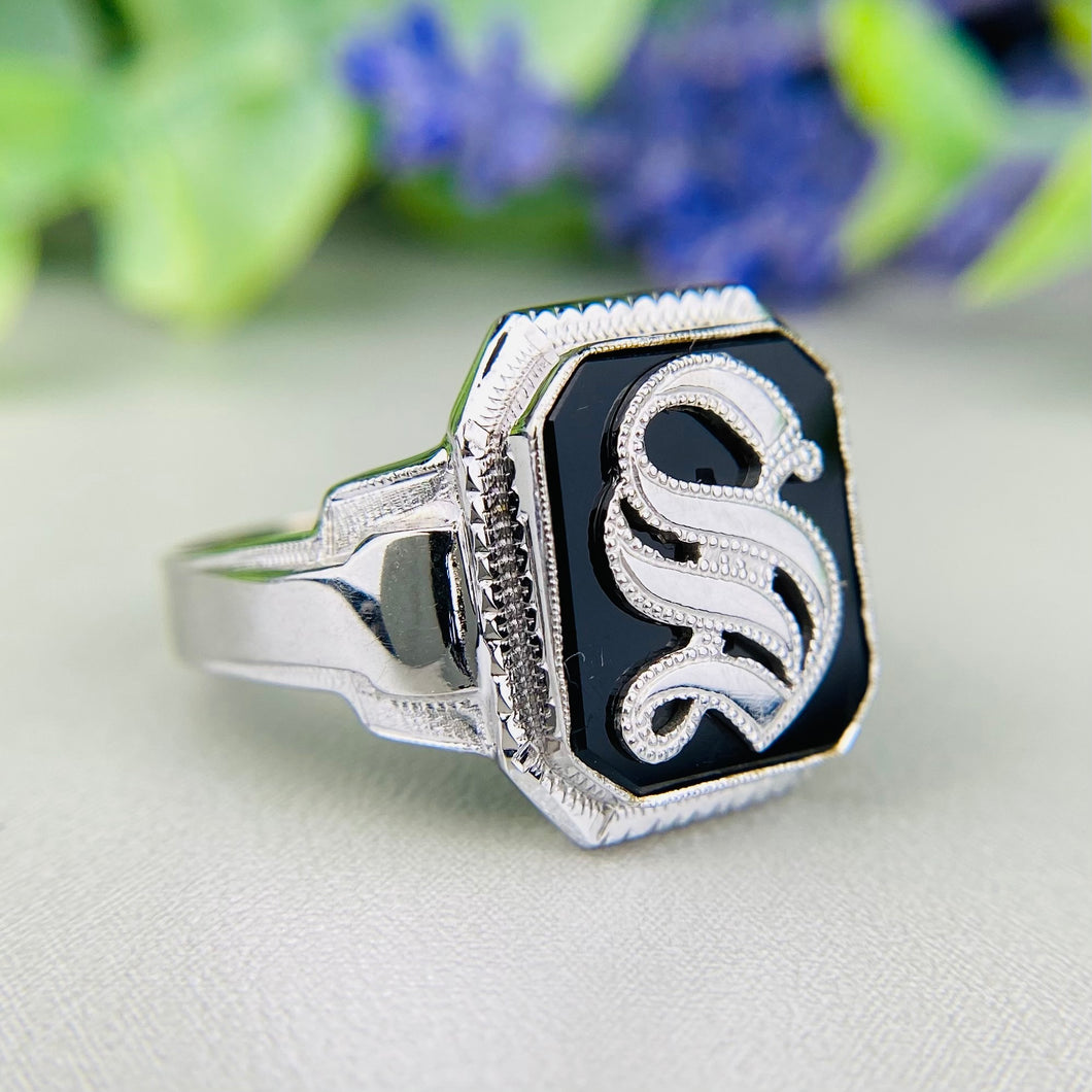 Vintage onyx letter S ring in white gold