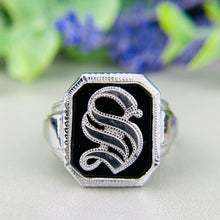 Load image into Gallery viewer, Vintage onyx letter S ring in white gold