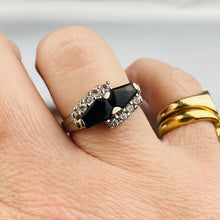 Load image into Gallery viewer, Onyx and clear quartz vintage ring in white gold