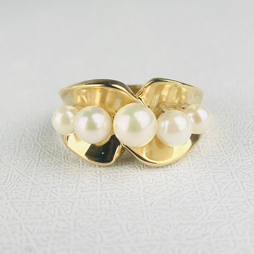 5 pearl ring in yellow gold