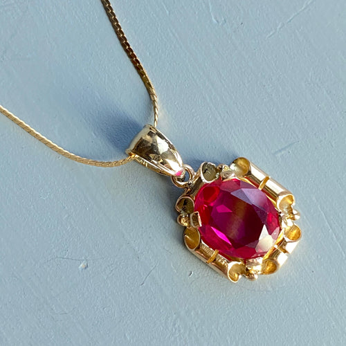 Synthetic ruby pendant in yellow gold