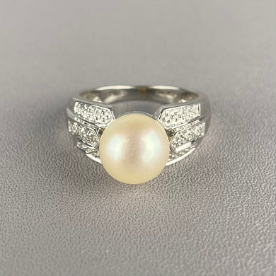 Vintage pearl and diamond ring in white gold