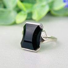 Load image into Gallery viewer, Vintage shaped onyx ring in white gold