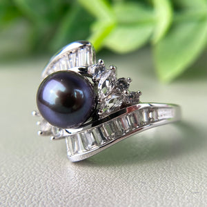 Pearl and white topaz ring in white gold