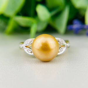 Golden pearl and diamond ring in 14k yellow gold