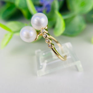 Beautiful pearl bypass ring with diamonds in 14k yellow gold