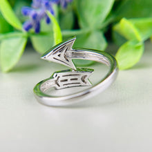 Load image into Gallery viewer, Diamond arrow ring in white gold