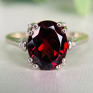 Vintage oval Garnet ring in 14k white gold