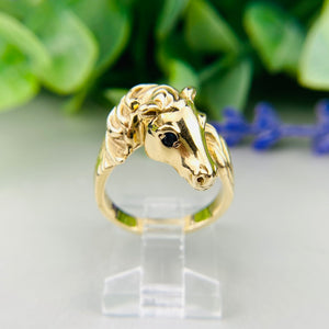 Horse ring with sapphire eyes in 14k yellow gold
