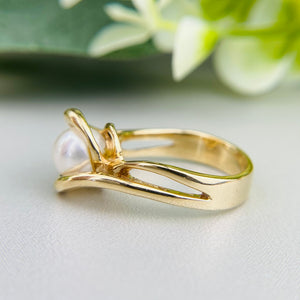 Vintage pearl ring in 14k yellow gold