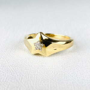 Diamond star ring in yellow gold