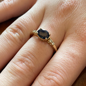 Sapphire and diamond ring in yellow gold