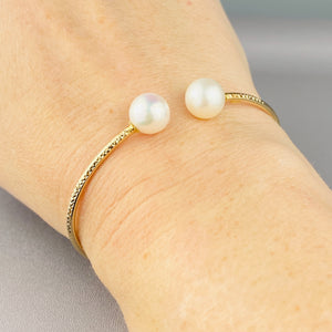 18k yellow gold pearl bangle