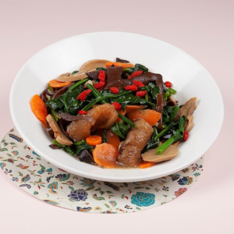 Stir-Fried Spinach with Sea Cucumber topped with Wolfberries