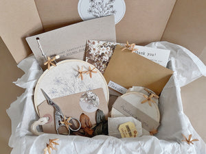 The Golden Posy Kit