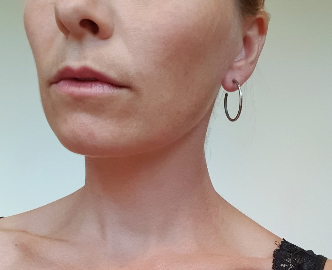 smidd ørering, sølv // Forged earrings, silver